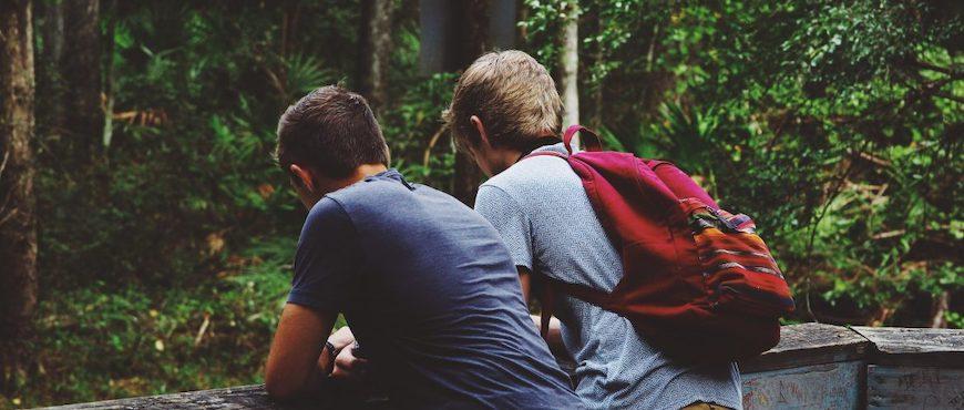 Jeunes en forêt